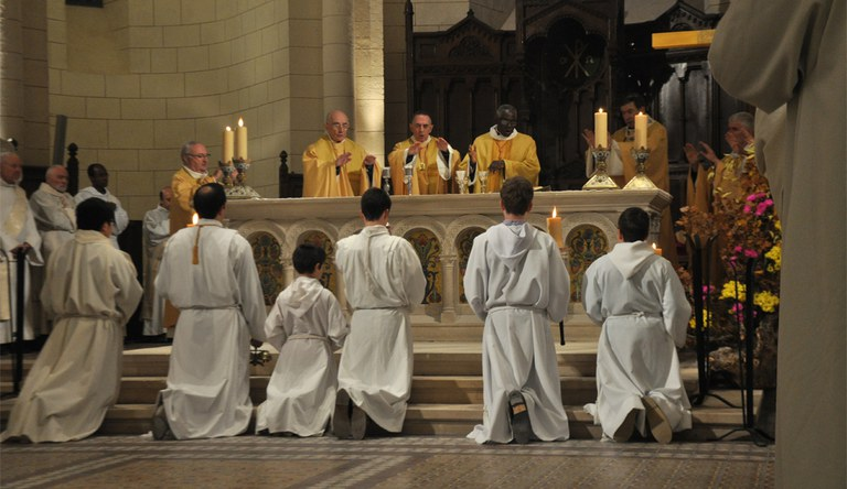 Mgr Dagens Jubile autel 01