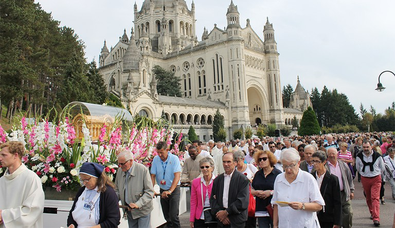 procession lisieux 2014 01 990px