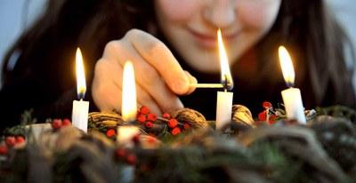L'Église catholique en France propose un site dédié au temps de l'Avent et à la célébration de Noël, avec des questions, témoignages, prières...