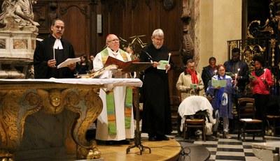 Suite aux attentats de Paris, les Églises chrétiennes de Bordeaux se sont réunies pour une veillée de prière en mémoire des victimes et pour la Paix ce dimanche 15 novembre, à 19h30, à l'église Notre-Dame de Bordeaux.